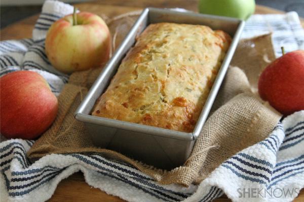 Apple cheddar bread