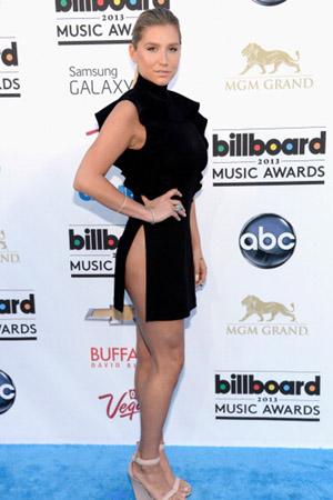 Ke$ha at the 2013 Billboard Music Awards