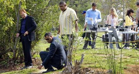 Caruso and Fishburne check out the CSI scene