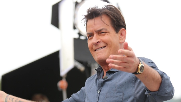 Charlie Sheen appears on 'Extra' as