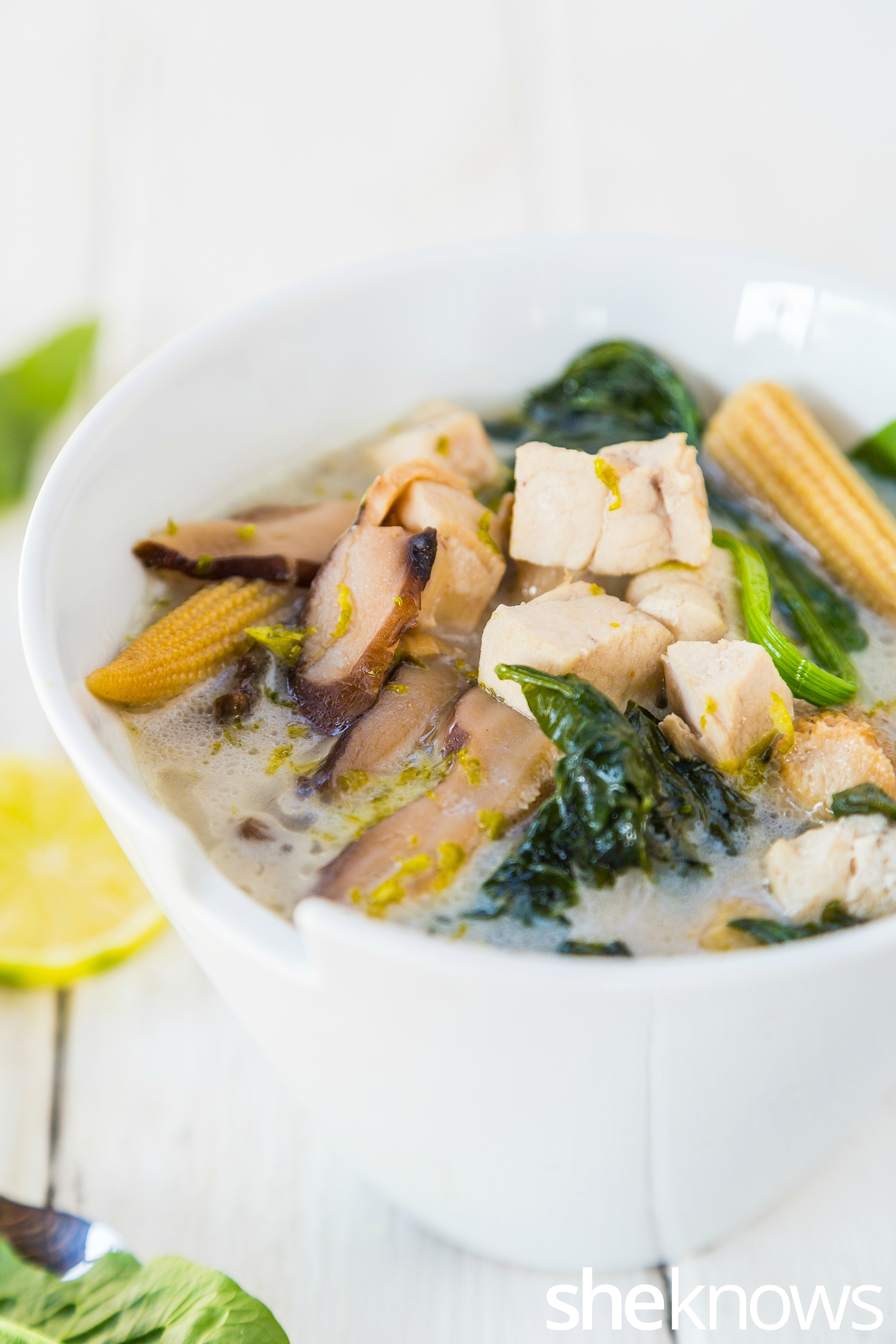Coconut soup with chicken-vertical
