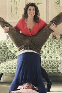 Nia Vardalos joins real life hubby Ian Gomez for laughs on Cougar Town.