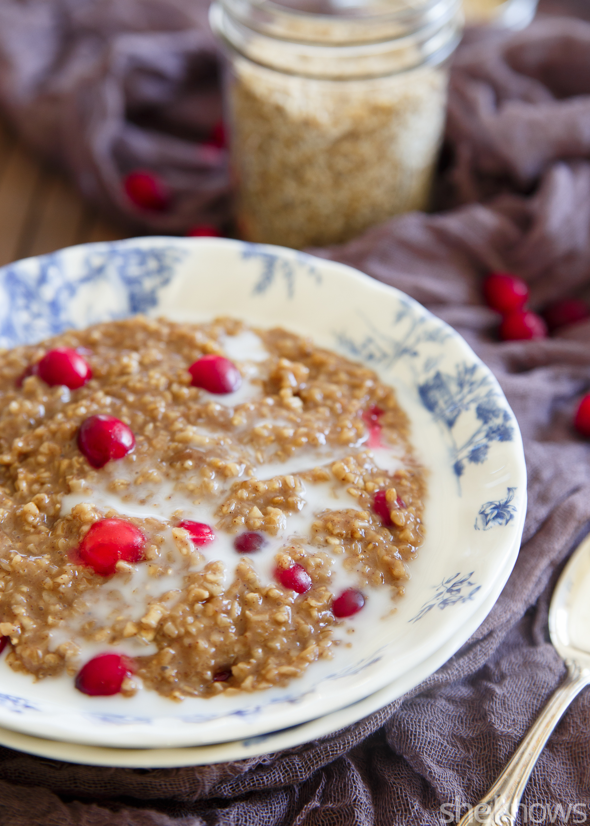 Slow cooker cranberry gingerbread oats