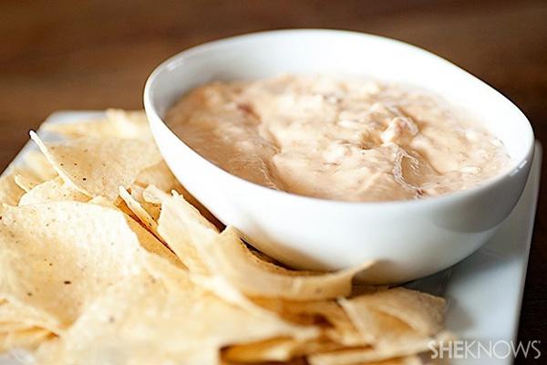Creamy white queso dip