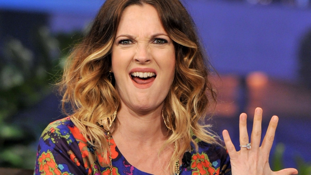 Drew Barrymore shows off engagement ring