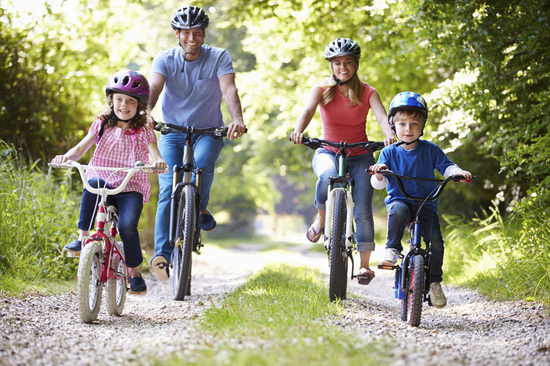 Famliy cycling