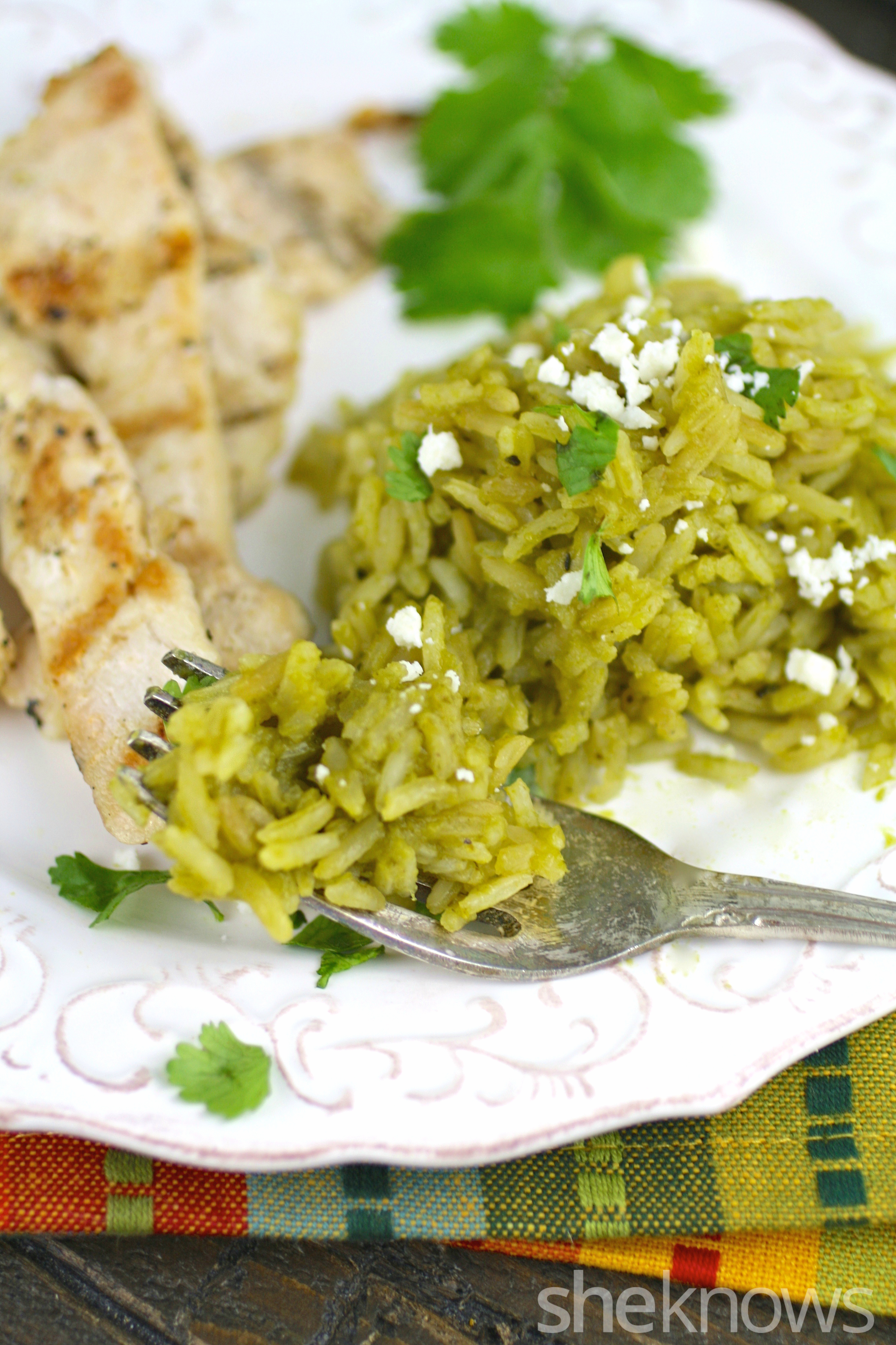 Dig in to a colorful side of arroz verde to serve with grilled chicken!