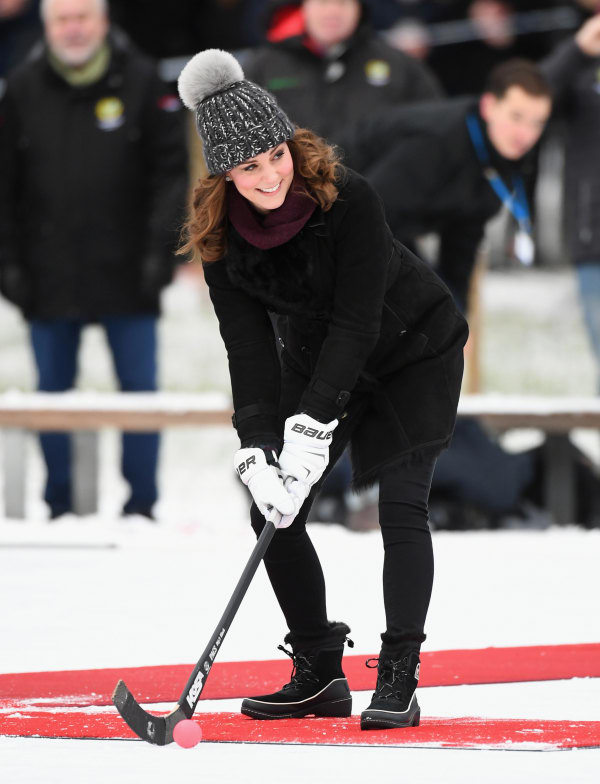 Kate Middleton plays bandy