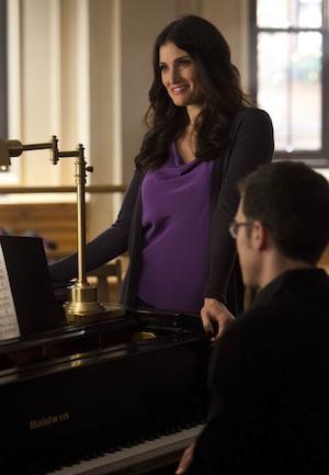 Shelby helps Rachel in Glee