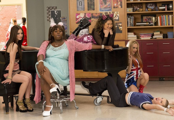 """The New Direction perform in """"Glee"""""""