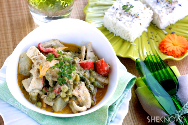 Green curry chicken and vegetables