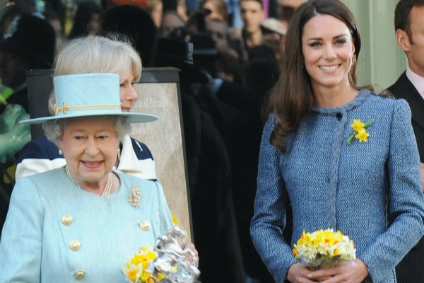 Kate Middleton offered fashion tips by the Queen