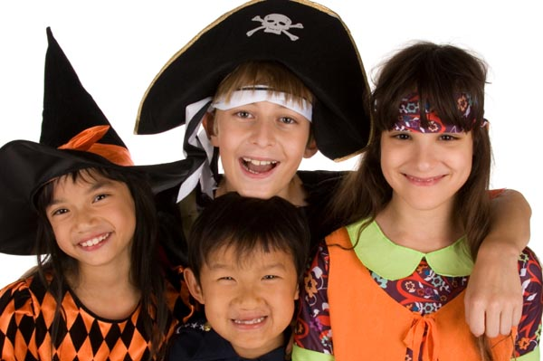 kids-going-trick-or-treating-safely
