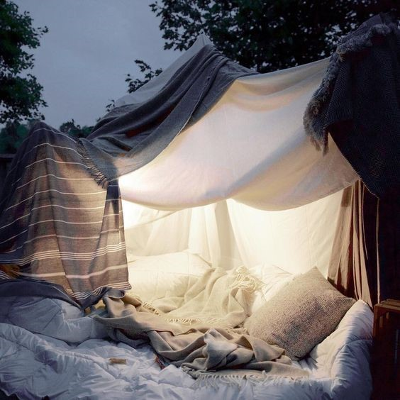 Incredible Forts to Build: Outdoor pillow fort