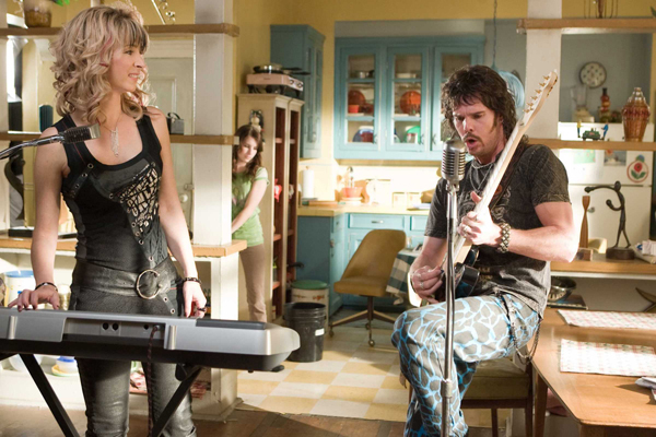 Lisa Kudrow and Kevin Dillon rock in Hotel for Dogs