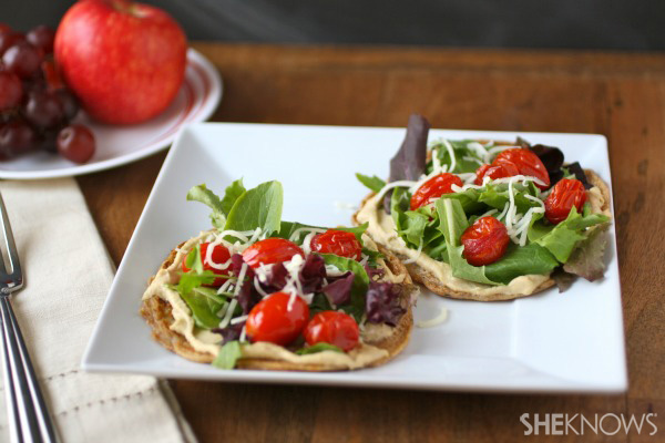 Flatbread with hummus and roasted tomatoes