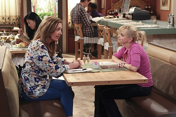 Anna Farris and Allison Janney on the set of Mom