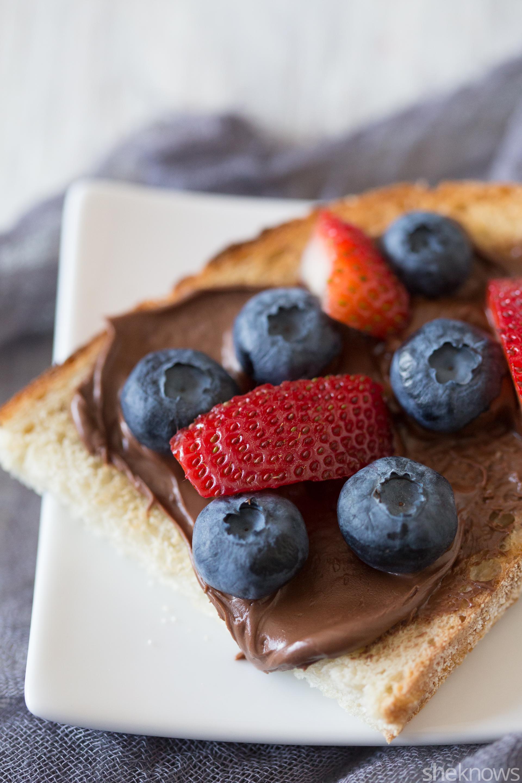 nutella bruschetta with berries