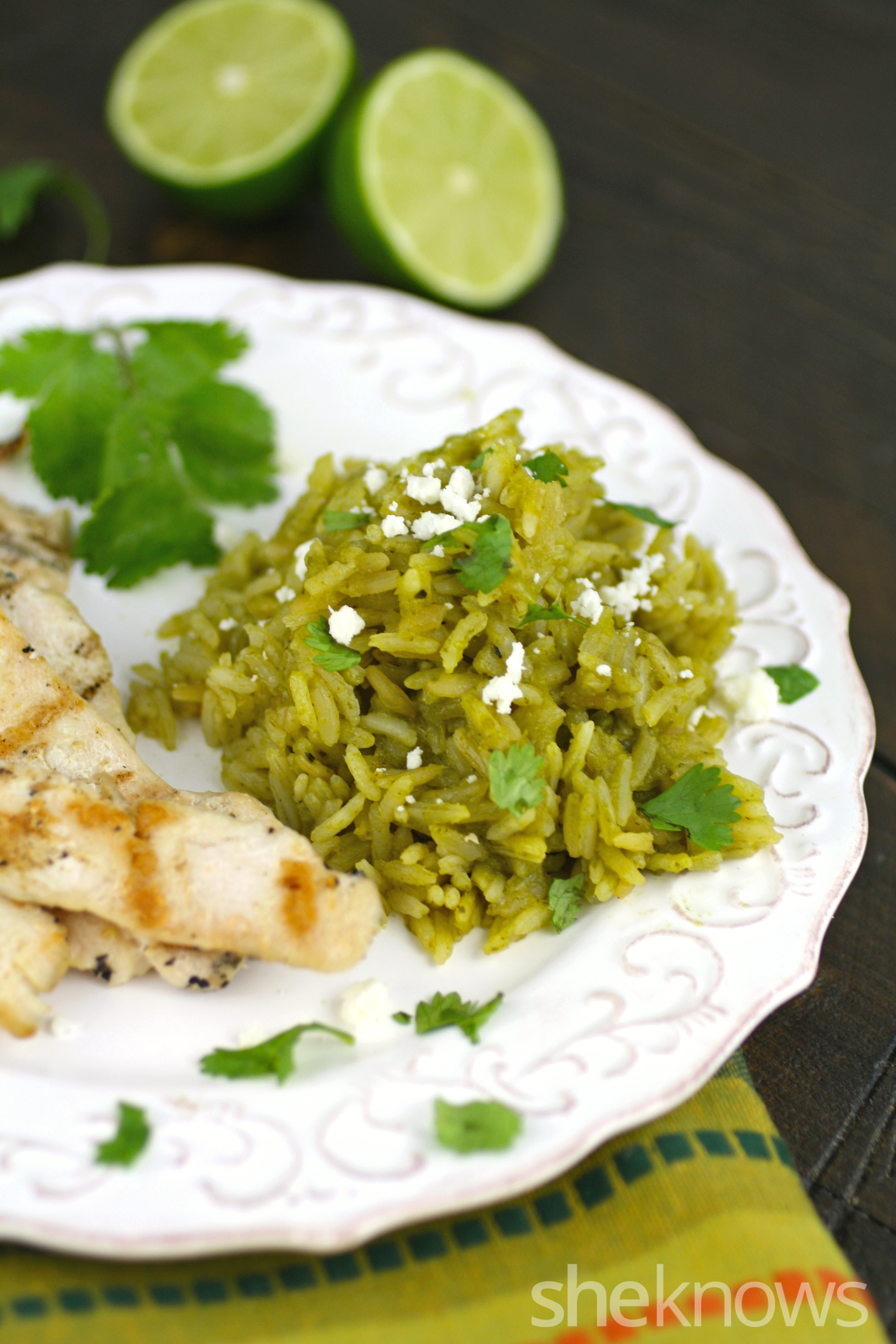 Enjoy arroz verde with grilled chicken as a flavorful gluten-free meal!