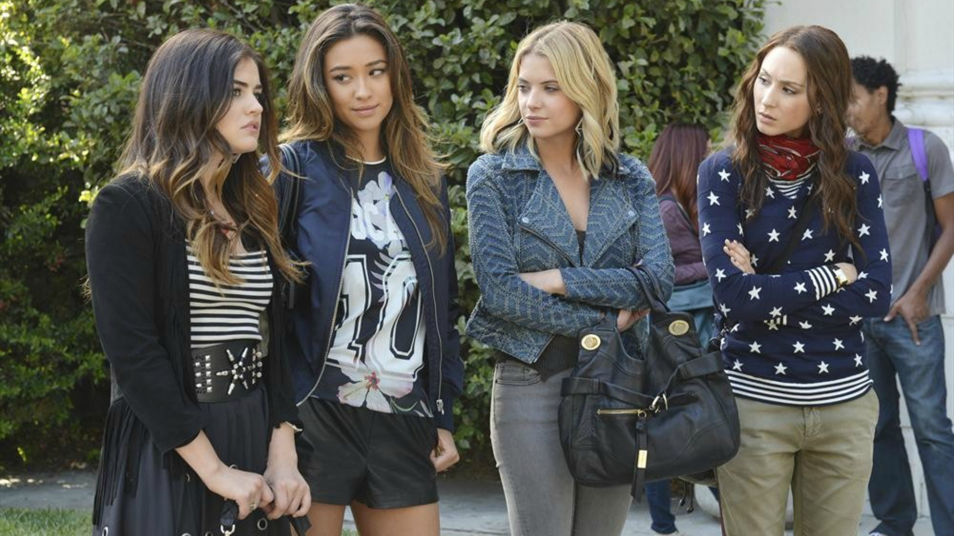 The girls search for Mrs. D's killer in Pretty Little Liars