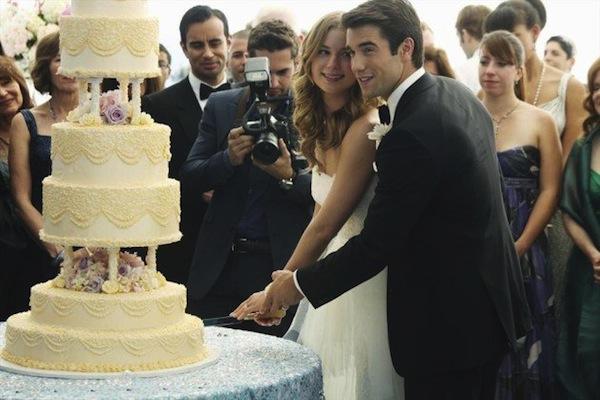 Emily and Daniel cut the cake on Revenge