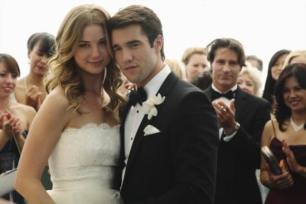 Emily and Daniel at their wedding on Revenge