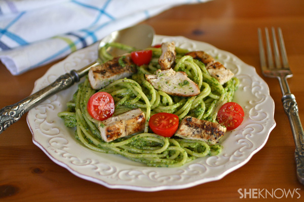 Pasta with arugula pesto and grilled chicken
