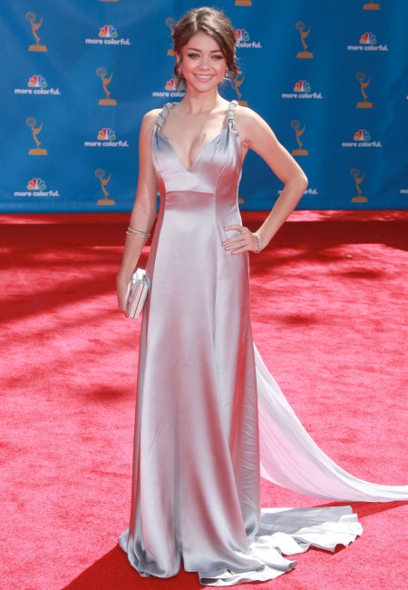 Sarah Hyland gets is so right on the Emmy's red carpet