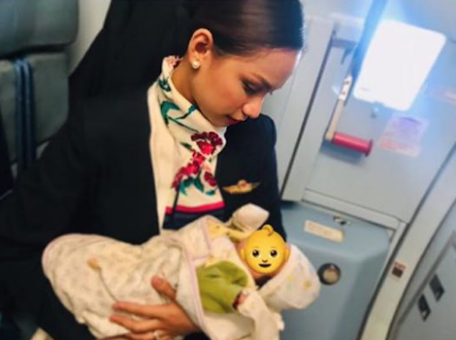 Moments That Defined Parenthood in 2018: Breastfeeding Cabin Crew