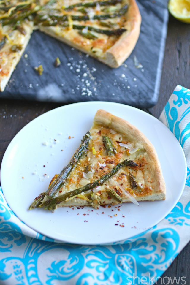 You'll want more than one piece of this Meatless Monday roasted asparagus and lemon pizza!