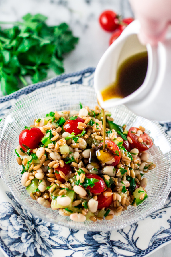 Spelt salad with navy beans