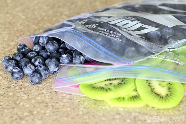 1 store fruit in Ziplock bag
