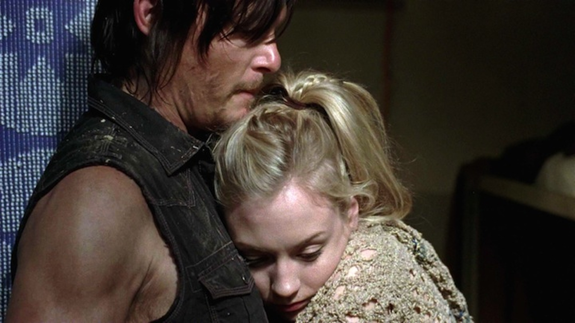 Daryl protects Beth in The Walking Dead