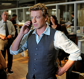 Simon Baker takes a phone call on The Mentalist