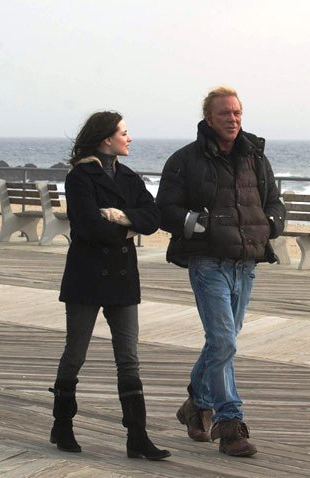 Evan Rachel Wood and Mickey Rourke take a walk in The Wrestler