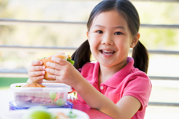 Young girl eating lunch