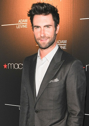 Adam Levine takes his mom to the Grammys