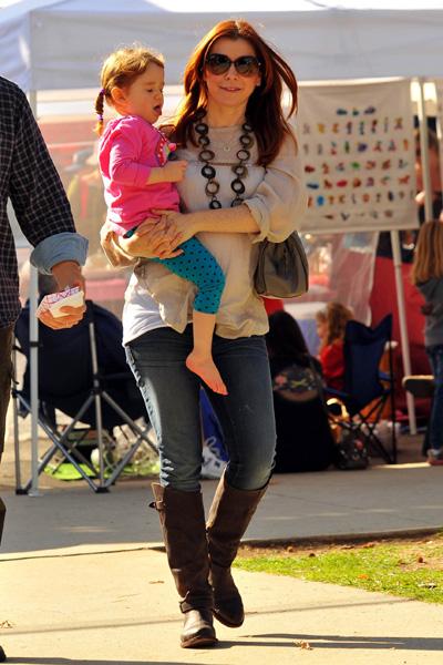 Pregnant Alyson Hannigan and daughter