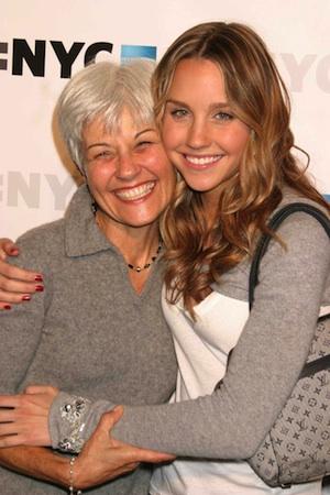 Amanda Bynes hugs her mother.