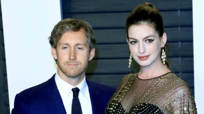 Anne Hathaway gives birth to a
