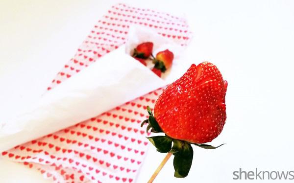 3-Step DIY strawberry rose bouquet