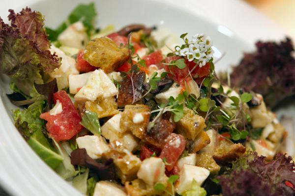 Panzanella: Italian bread salad recipes