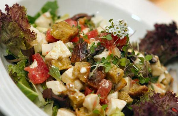 Panzanella: Italian bread salad recipes
