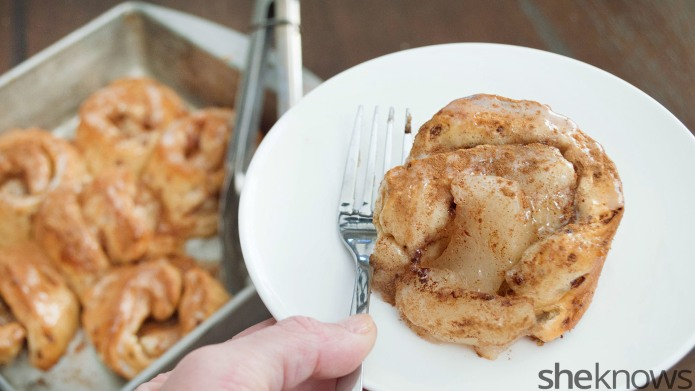 Apple pie meets cinnamon rolls in