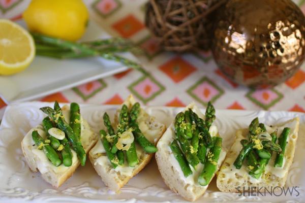 Asparagus and brie bruschetta