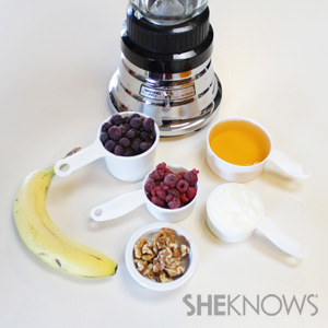 Avocado and blueberry swirled smoothie recipe -- blueberry smoothie ingredients