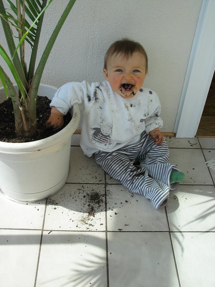 Baby eats dirt | Sheknows.com