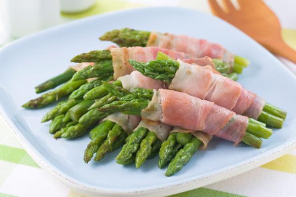 Bacon wrapped asparagus | Sheknows.com