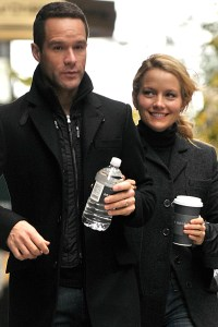 Becki Newton and her husband Chris Diamantopoulos