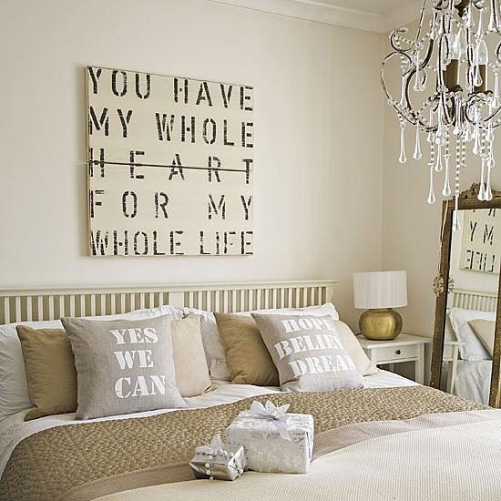 Neutral hotel-like bedroom